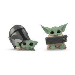 sw_bs_mandalorian_bounty_collection_figure_2-pack_the_child_helmet_peeking__datapad_tablet